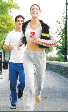 Consommer des produits laitiers et pratiquer un sport sont des moyens simples de prévenir, dès l'adolescence, l'ostéoporose.
