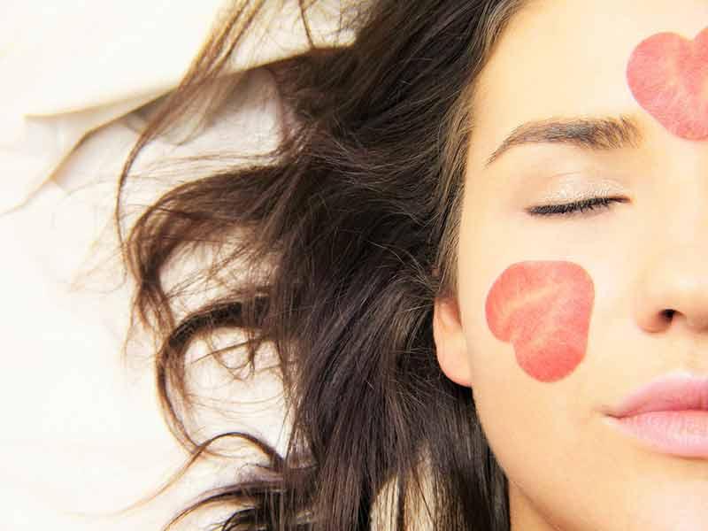 ... pas de propduits de maquillage, de nettoyants et de lotions étiquetées  pour peaux sensibles. Mais comment savoir si vous devez utiliser ces  produits   e6fd6fbab4c3