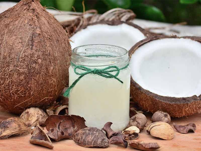 nourrir vos cheveux avec de l 39 huile de noix de coco les. Black Bedroom Furniture Sets. Home Design Ideas