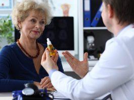 femme senior consultation medecin cbd